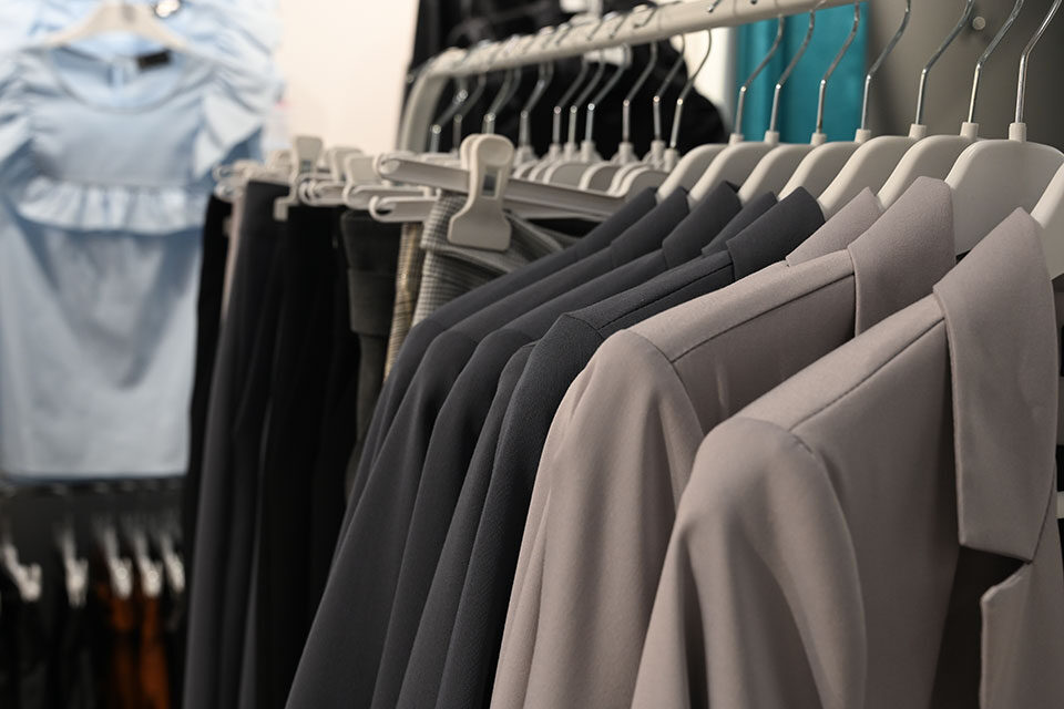 Students can find professional clothing for free, discounted rates